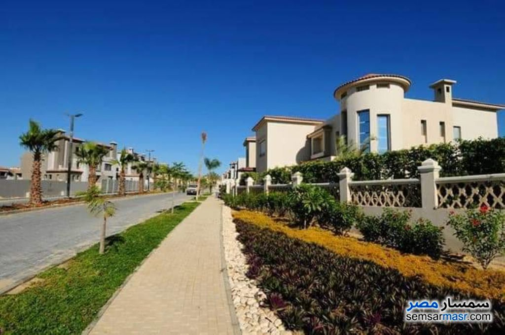 Ad Photo: Villa 5 bedrooms 4 baths 270 sqm without finish in Palm Hills  6th of October