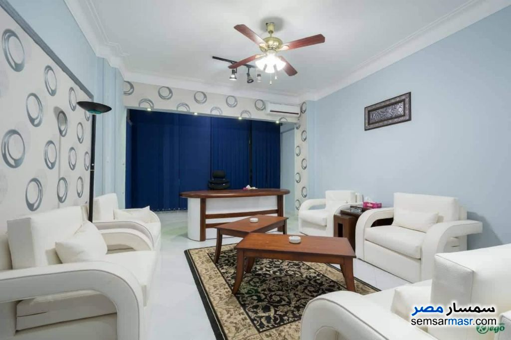 Ad Photo: Apartment 6 bedrooms 2 baths 200 sqm extra super lux in Mohandessin  Giza