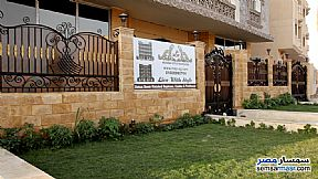 Ad Photo: Apartment 4 bedrooms 3 baths 329 sqm semi finished in Shorouk City  Cairo