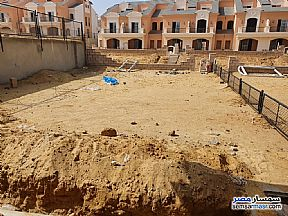 Ad Photo: Villa 4 bedrooms 4 baths 382 sqm semi finished in Fifth Settlement  Cairo