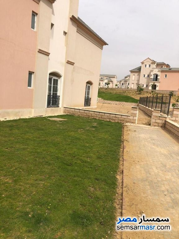 Ad Photo: Villa 4 bedrooms 5 baths 326 sqm without finish in Fifth Settlement  Cairo