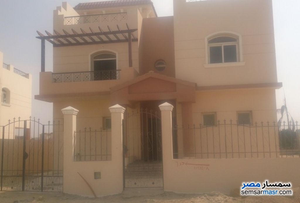 Ad Photo: Villa 6 bedrooms 6 baths 700 sqm semi finished in Dreamland  6th of October