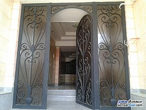 Ad Photo: Apartment 5 bedrooms 2 baths 300 sqm semi finished in Shorouk City  Cairo