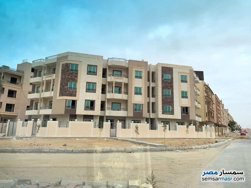 Ad Photo: Apartment 3 bedrooms 3 baths 293 sqm semi finished in Shorouk City  Cairo