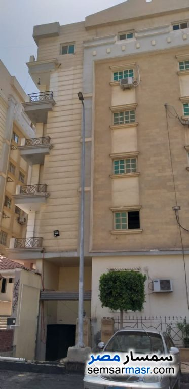 Ad Photo: Apartment 4 bedrooms 3 baths 290 sqm semi finished in Mokattam  Cairo
