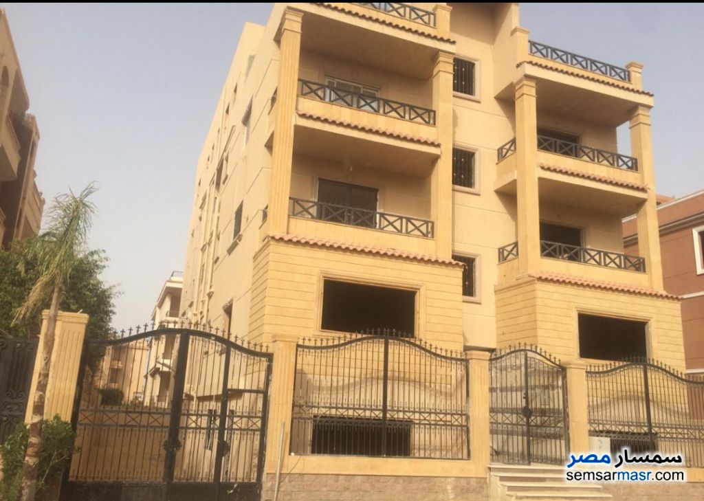 Ad Photo: Apartment 6 bedrooms 4 baths 400 sqm semi finished in West Somid  6th of October