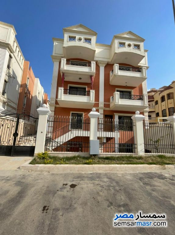 Ad Photo: Apartment 4 bedrooms 3 baths 300 sqm super lux in Sheikh Zayed  6th of October
