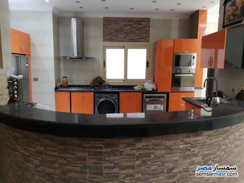 Ad Photo: Apartment 4 bedrooms 4 baths 600 sqm super lux in First Settlement  Cairo