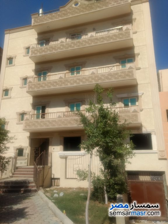 Ad Photo: Apartment 2 bedrooms 1 bath 145 sqm without finish in Qalyubiyah