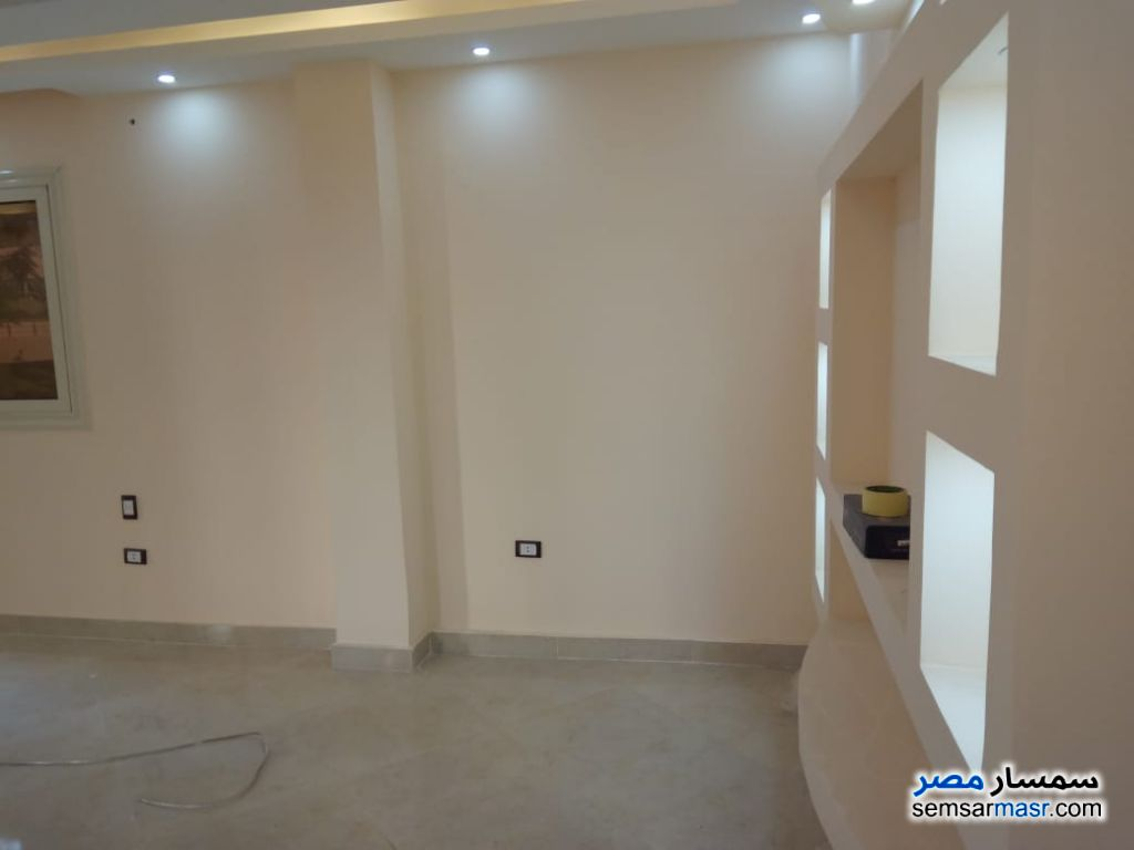 Photo 1 - Apartment 4 bedrooms 1 bath 200 sqm extra super lux For Rent Maadi Cairo