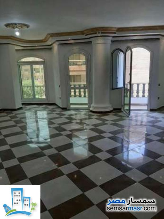 Ad Photo: Apartment 3 bedrooms 2 baths 200 sqm in Maadi  Cairo