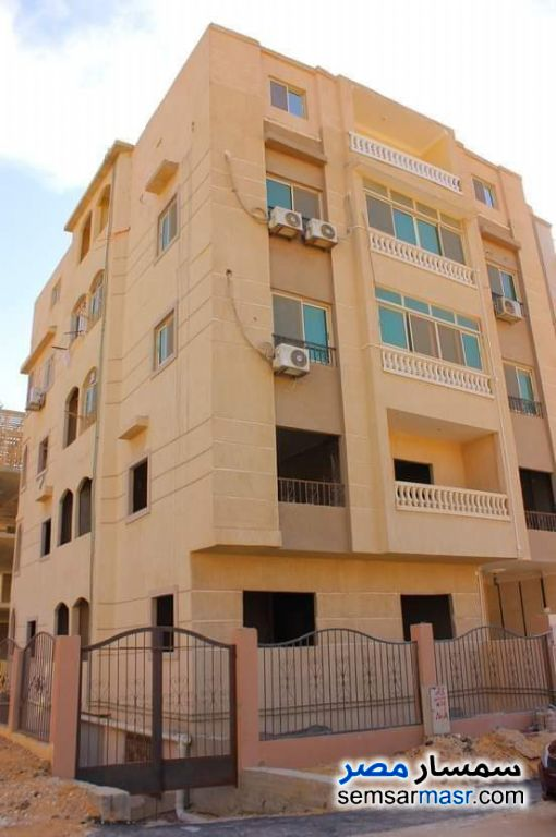 Ad Photo: Apartment 2 bedrooms 1 bath 125 sqm semi finished in Fifth Settlement  Cairo