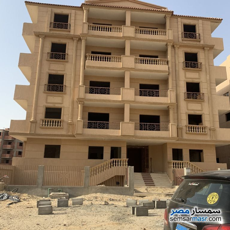 Ad Photo: Apartment 3 bedrooms 1 bath 120 sqm semi finished in New Heliopolis  Cairo