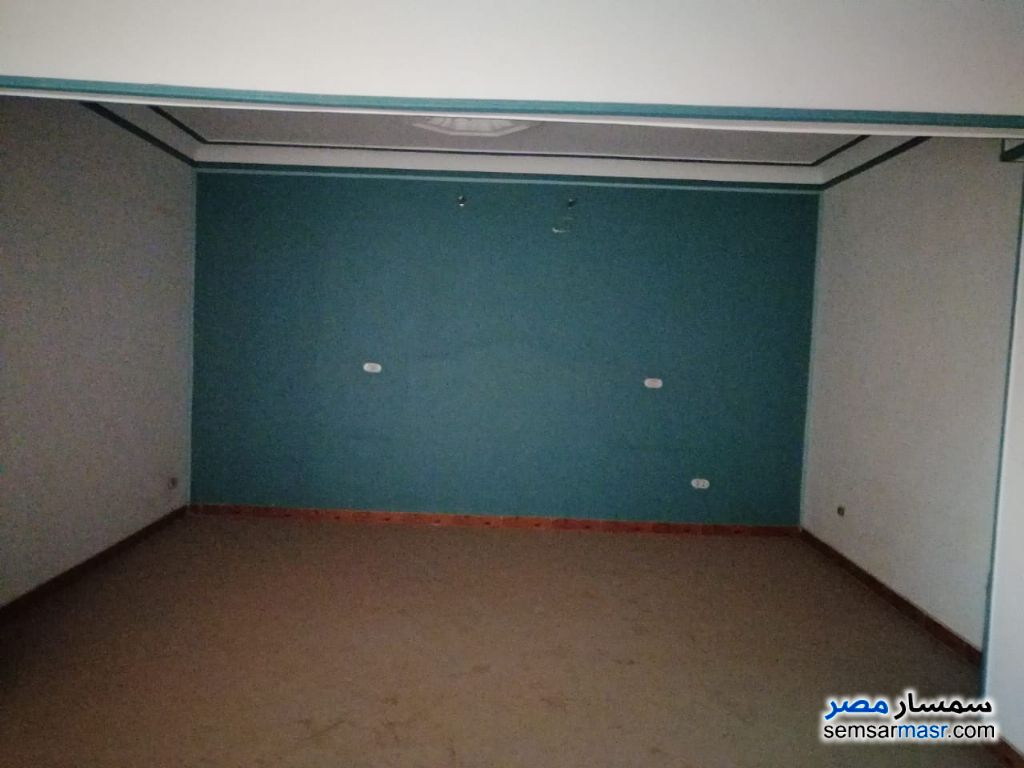 Ad Photo: Apartment 3 bedrooms 1 bath 300 sqm super lux in Sharqia