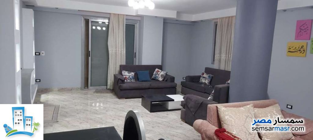 Ad Photo: Apartment 3 bedrooms 1 bath 145 sqm extra super lux in Hadayek Helwan  Cairo