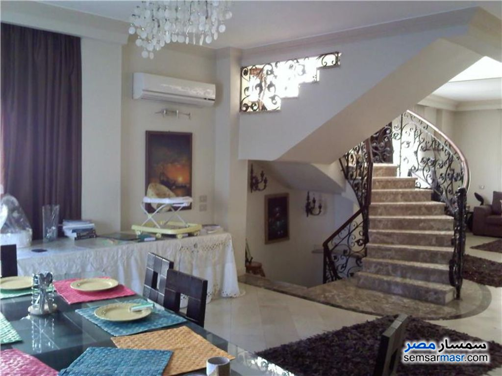 Ad Photo: Apartment 4 bedrooms 3 baths 230 sqm extra super lux in Rehab City  Cairo