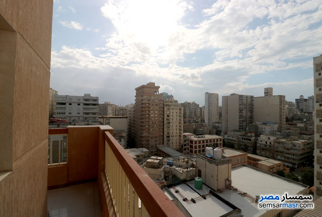 Ad Photo: Apartment 5 bedrooms 4 baths 550 sqm super lux in Kafr Abdo  Alexandira