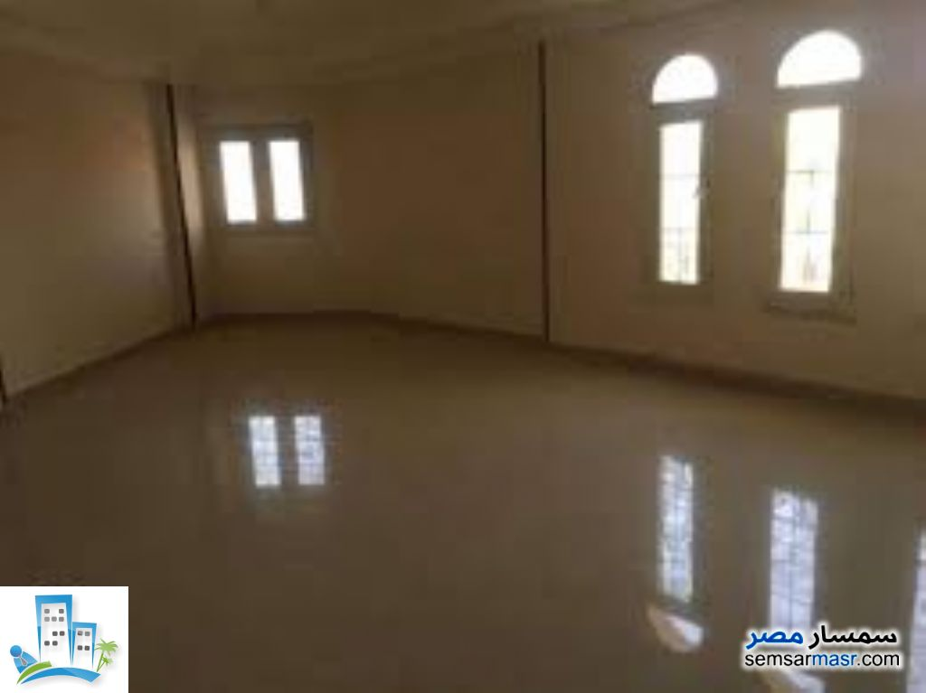 Ad Photo: Apartment 5 bedrooms 2 baths 200 sqm super lux in Heliopolis  Cairo