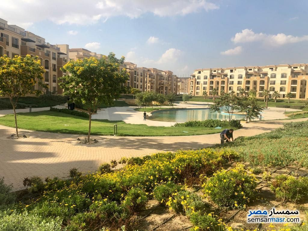 Ad Photo: Apartment 2 bedrooms 2 baths 140 sqm semi finished in Fifth Settlement  Cairo