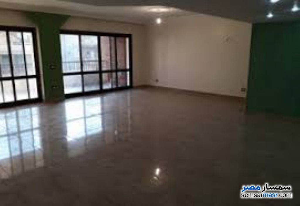 Ad Photo: Apartment 4 bedrooms 2 baths 270 sqm super lux in Giza