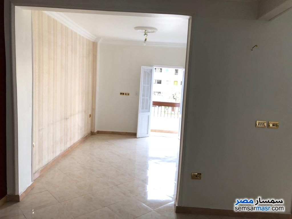 Photo 1 - Apartment 4 bedrooms 2 baths 150 sqm super lux For Rent Hadayek Al Kobba Cairo
