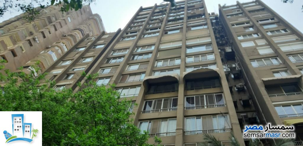 Ad Photo: Apartment 6 bedrooms 3 baths 465 sqm super lux in Zamalek  Cairo