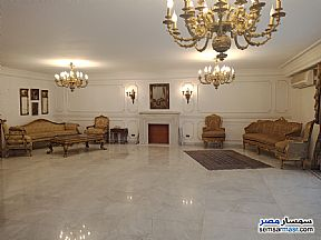 Ad Photo: Apartment 6 bedrooms 4 baths 350 sqm extra super lux in Mohandessin  Giza