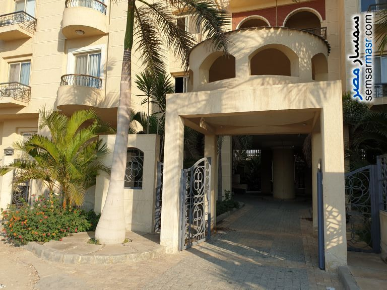 Ad Photo: Apartment 4 bedrooms 3 baths 204 sqm extra super lux in Sheraton  Cairo