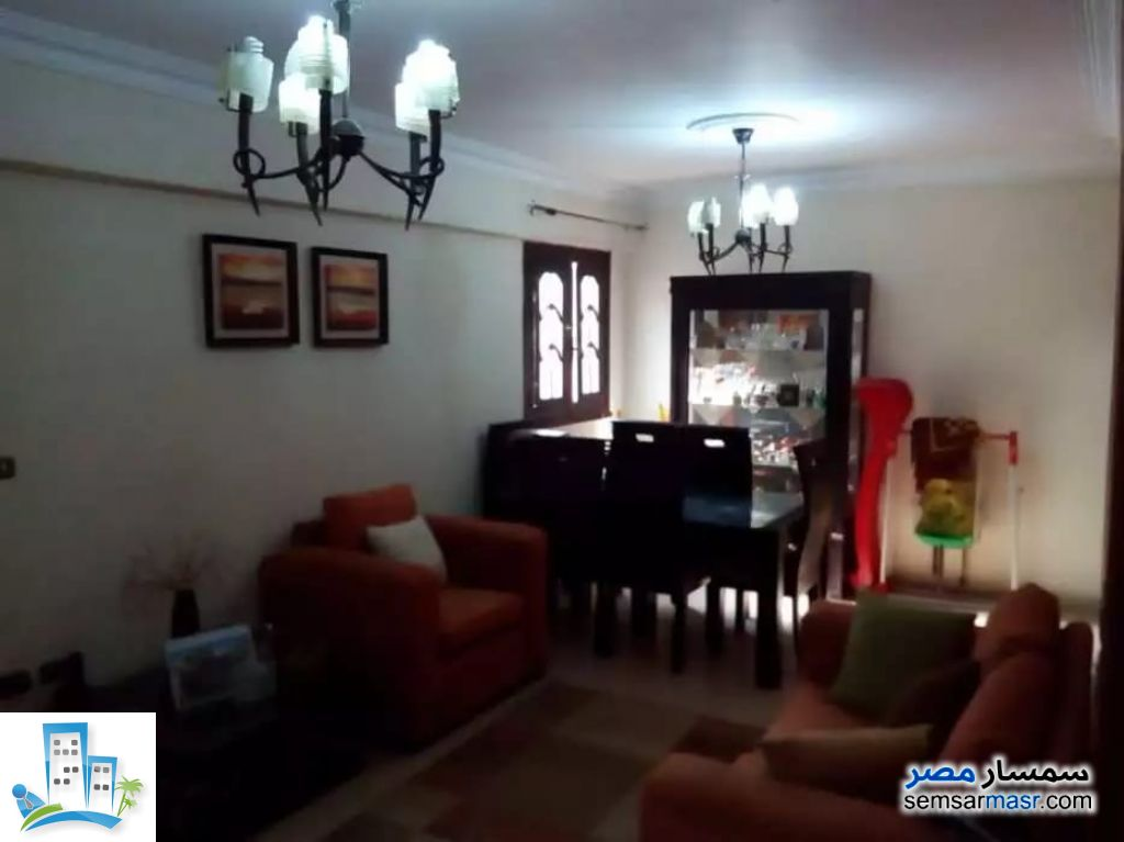 Ad Photo: Apartment 2 bedrooms 1 bath 86 sqm super lux in Dar Al Salaam  Cairo