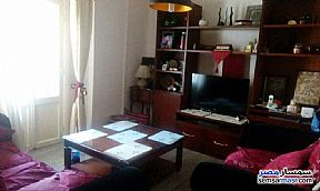 Ad Photo: Apartment 4 bedrooms 1 bath 120 sqm super lux in Shubra  Cairo