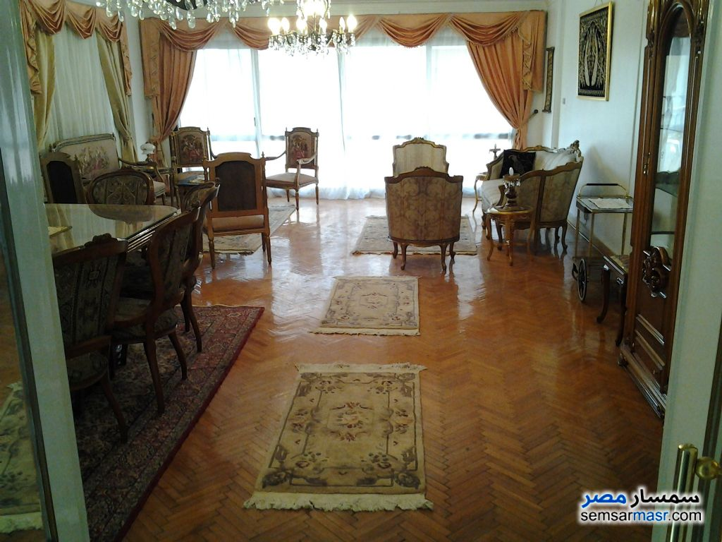 Ad Photo: Apartment 7 bedrooms 3 baths 200 sqm in Al Rawdah  Cairo