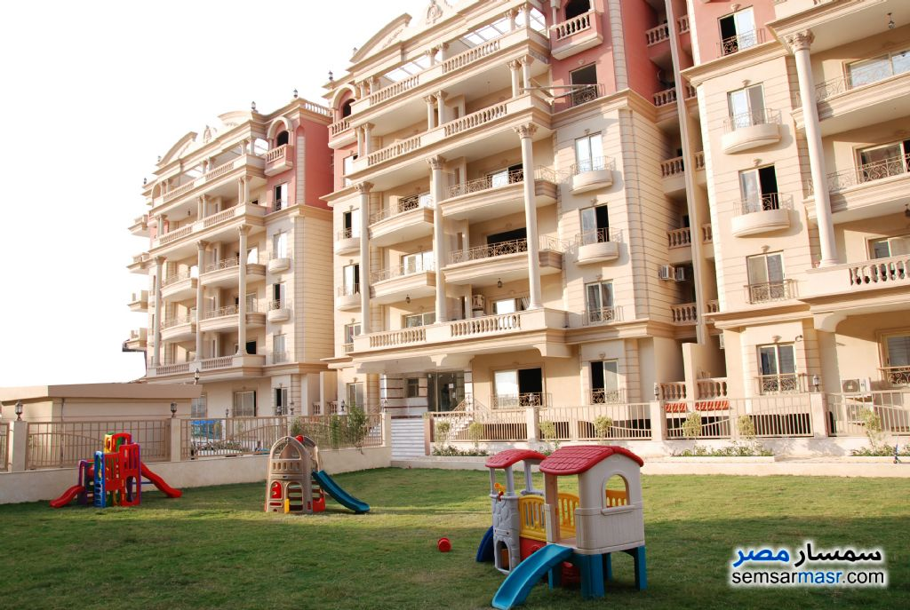Ad Photo: Apartment 3 bedrooms 3 baths 210 sqm semi finished in Mokattam  Cairo