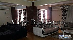 Ad Photo: Apartment 4 bedrooms 3 baths 225 sqm extra super lux in Maadi  Cairo