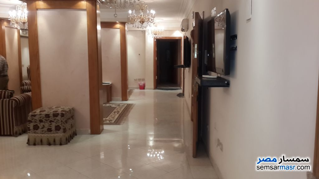 Photo 1 - Apartment 3 bedrooms 2 baths 165 sqm For Rent Zamalek Cairo