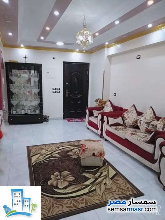 Ad Photo: Apartment 3 bedrooms 1 bath 100 sqm extra super lux in Hadayek Helwan  Cairo