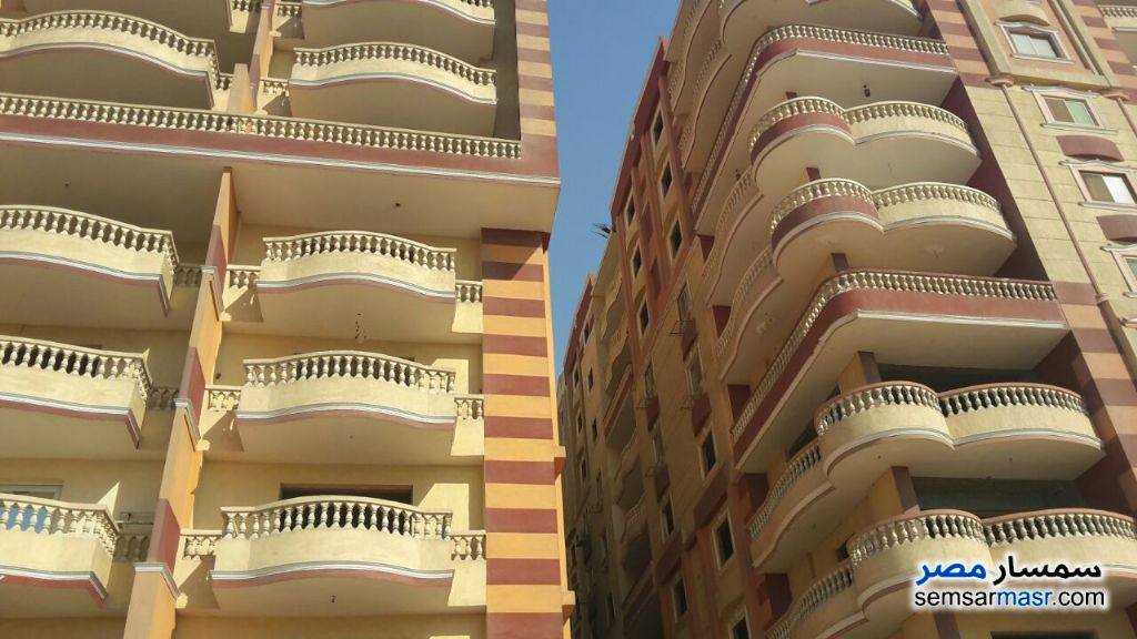 Photo 1 - Apartment 3 bedrooms 2 baths 150 sqm without finish For Sale Hadayek Helwan Cairo