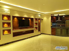 Ad Photo: Apartment 2 bedrooms 2 baths 175 sqm extra super lux in Mohandessin  Giza