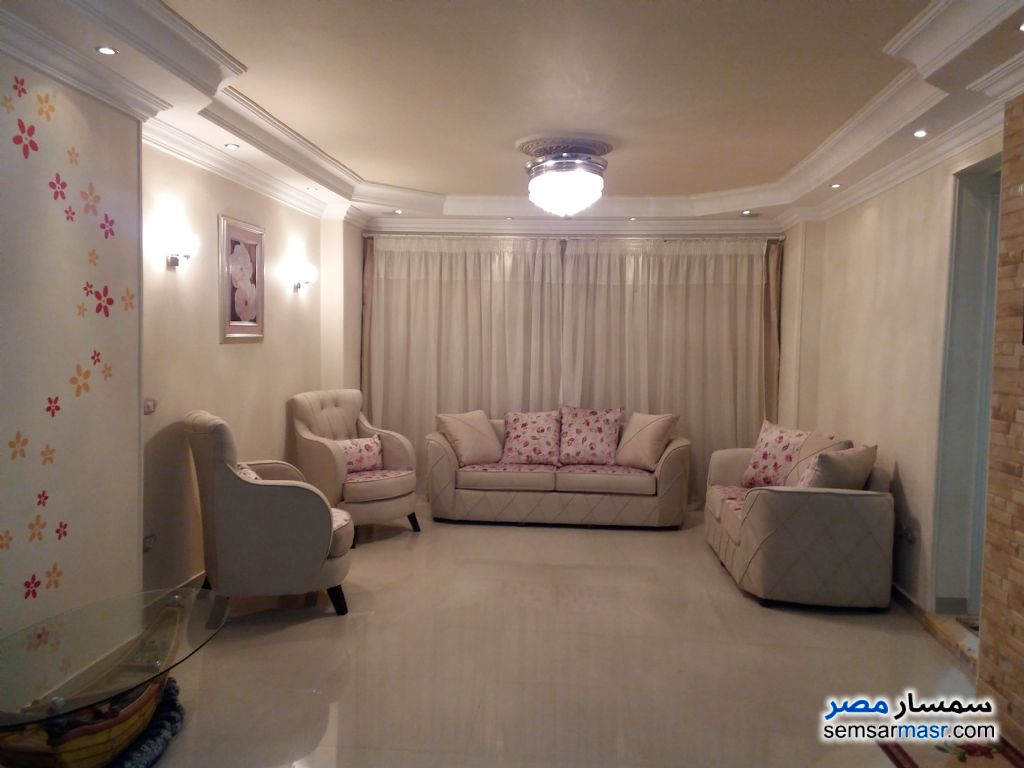 Ad Photo: Apartment 3 bedrooms 2 baths 180 sqm extra super lux in Giza