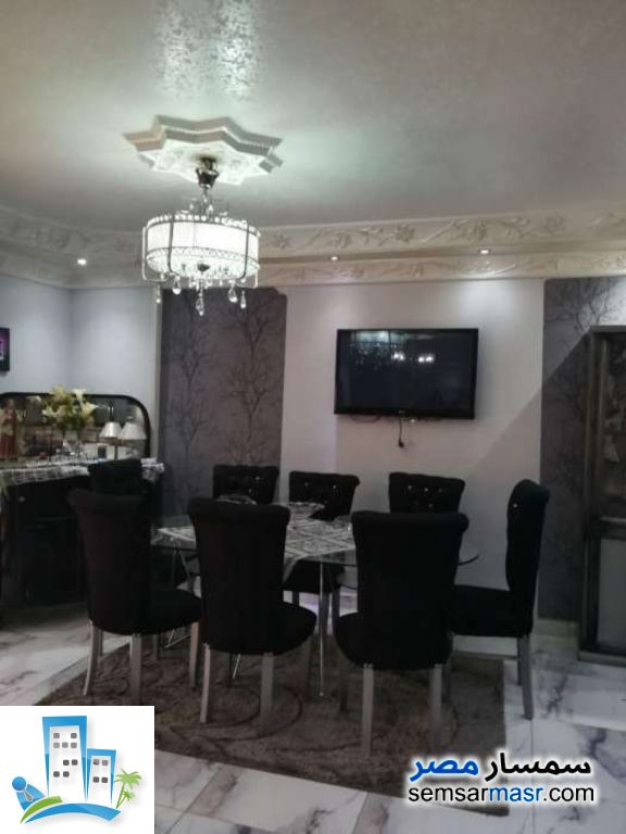 Ad Photo: Apartment 4 bedrooms 2 baths 195 sqm super lux in Mokattam  Cairo