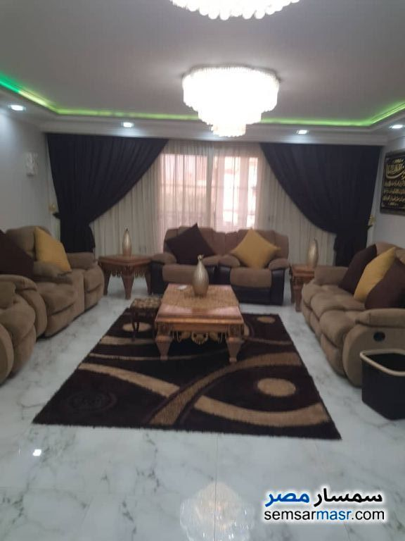 Ad Photo: Apartment 3 bedrooms 2 baths 210 sqm super lux in Mohandessin  Giza