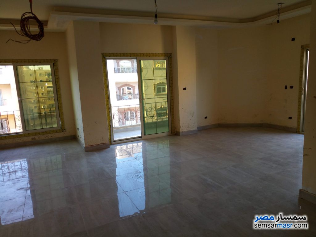 Ad Photo: Apartment 3 bedrooms 3 baths 220 sqm extra super lux in Al Fardous City  6th of October
