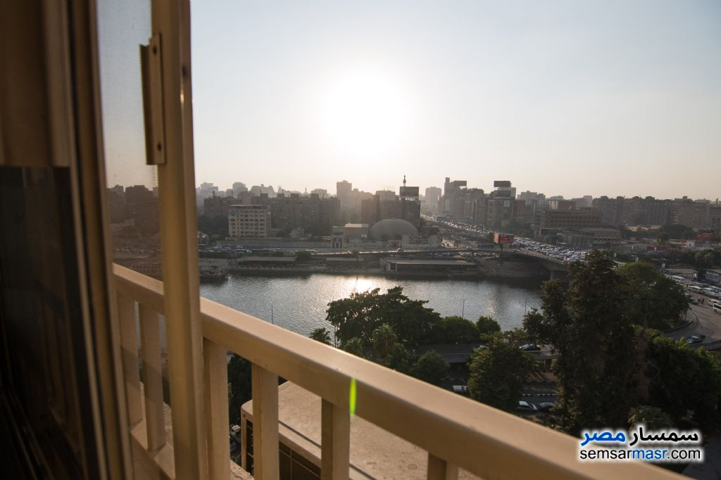 Ad Photo: Apartment 4 bedrooms 2 baths 300 sqm extra super lux in Zamalek  Cairo