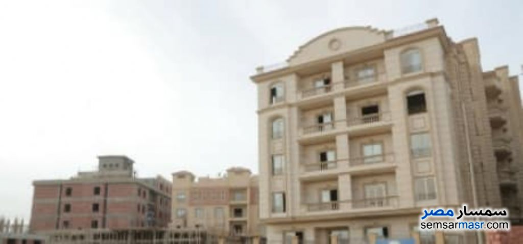 Ad Photo: Apartment 3 bedrooms 3 baths 145 sqm semi finished in New Cairo  Cairo