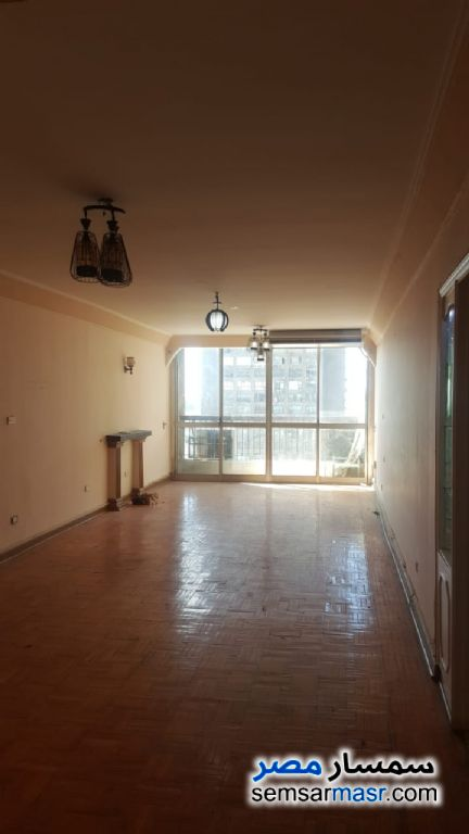 Ad Photo: Apartment 2 bedrooms 2 baths 150 sqm super lux in Nasr City  Cairo