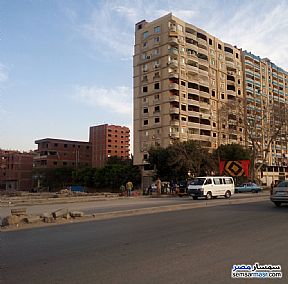 Ad Photo: Apartment 5 bedrooms 2 baths 250 sqm semi finished in Hadayek Helwan  Cairo