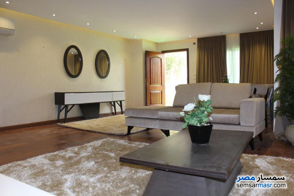 Ad Photo: Apartment 4 bedrooms 2 baths 218 sqm extra super lux in Fifth Settlement  Cairo