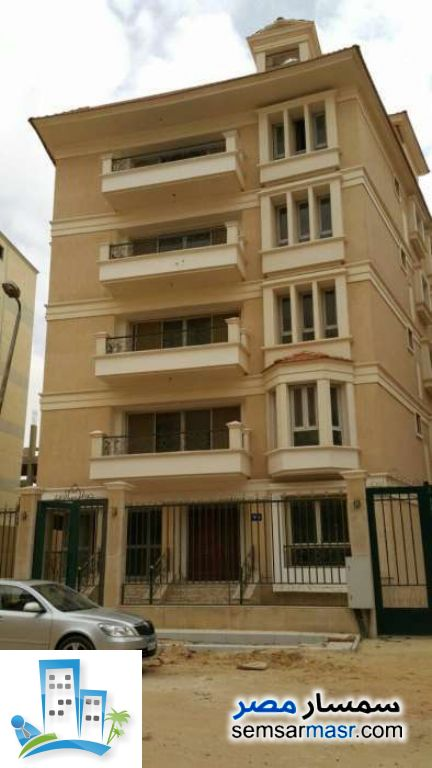 Ad Photo: Apartment 3 bedrooms 3 baths 300 sqm semi finished in Fifth Settlement  Cairo