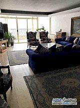 Ad Photo: Apartment 4 bedrooms 3 baths 250 sqm extra super lux in Zamalek  Cairo