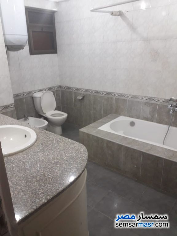 Photo 20 - Apartment 4 bedrooms 3 baths 250 sqm extra super lux For Rent Zamalek Cairo