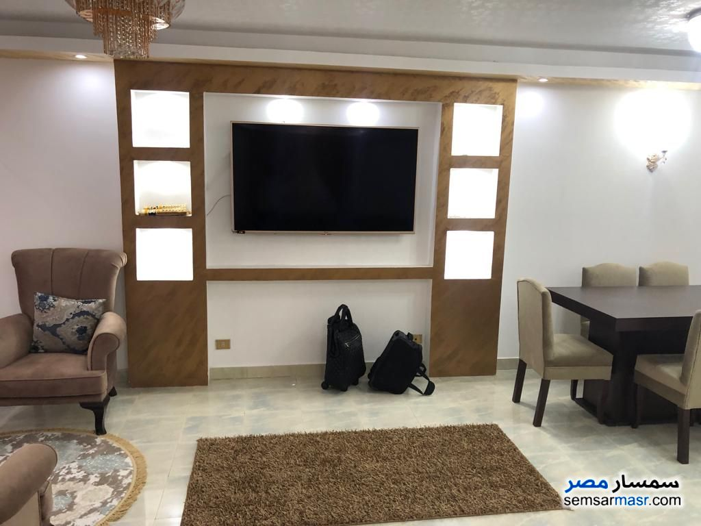 Photo 1 - Apartment 3 bedrooms 2 baths 180 sqm extra super lux For Rent Mohandessin Giza
